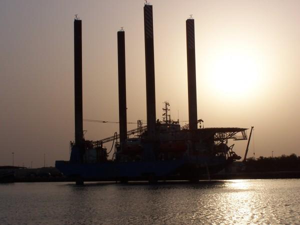 Jackup barge in Meena Port, Abu Dhabi 2006